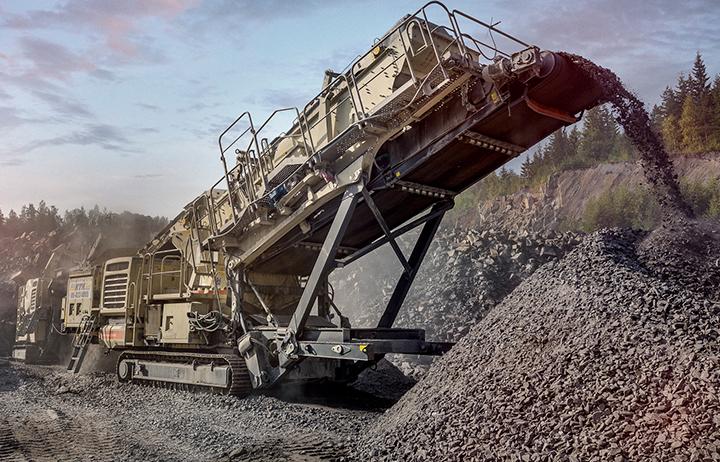 Metson uudella diesel-sähkökäyttöisellä kaksivaihelaitoksella, jossa toimivat LT120E-leukayksikkö ja LT330D- kara-seulayksikkö, on päästy Seinäjoen KTK:n käytössä parhaimmillaan yli 300 tonnin tuntikapasiteettiin.
